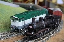 Modely vlaků jezdí vystavené v kulturním domě v Hodoníně.