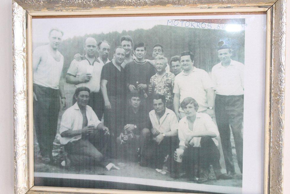 Zakladatelé kempu v Ježově ze Svazarmu.