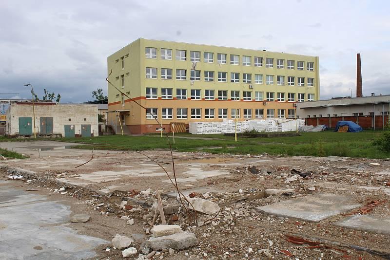 Plocha, kde stávaly dílny Integrované střední školy v Hodoníně.