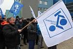 Členové a příznivci odborového svazu KOVO při demonstraci za vyšší mzdy v roce 2018 v Hodoníně.