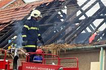 Požár střechy rodinného domu v Šardicích.