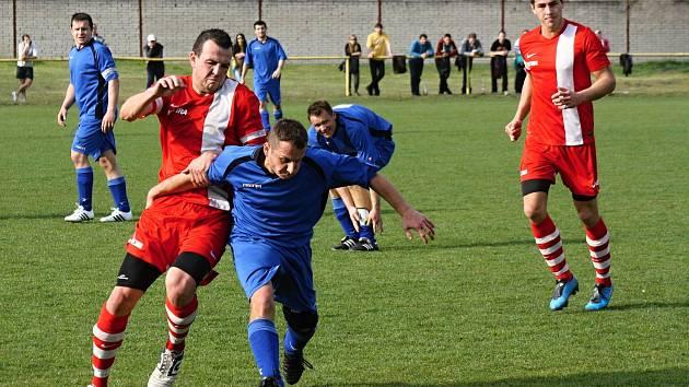 Derby Vacenovic (v modrých dresech) se sousedními Miloticemi bude ozdobou fotbalového víkendu na Hodonínsku.