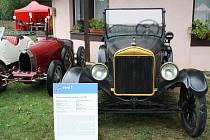 Čtyři auta z doby Tomáše Bati byla v sobotu k vidění v areálu Baťova kanálu ve Veselí nad Moravou.