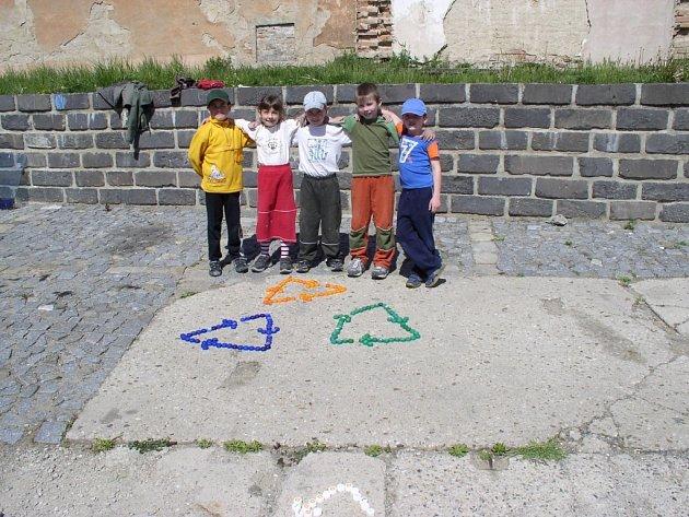Děti z lovčic udělaly mandalu