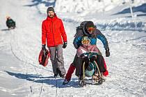 Jednadvacátého ledna můžete začít třeba jednadvacet zimních vycházek. A doplnit je můžete i sáňkováním.
