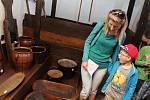 Děti v areálu Větrného mlýna v Kuželově poznaly zemědělské práce, které je třeba na poli a v hospodářství během roku zvládnout.