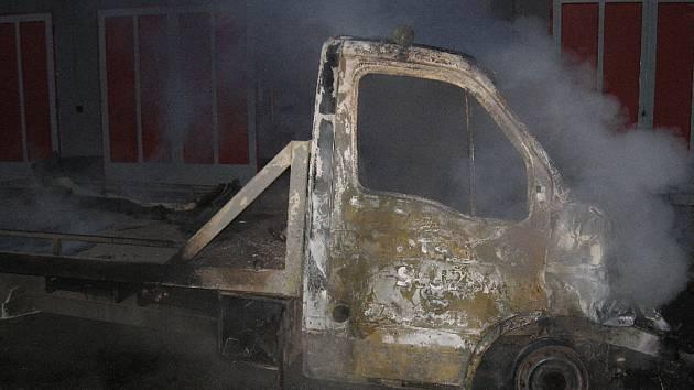 Sobotní ranní požár v kyjovském autoservisu