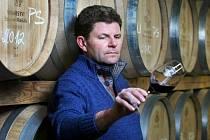 Vinař Štěpán Maňák obhospodařuje sedmnáct hektarů vinic.