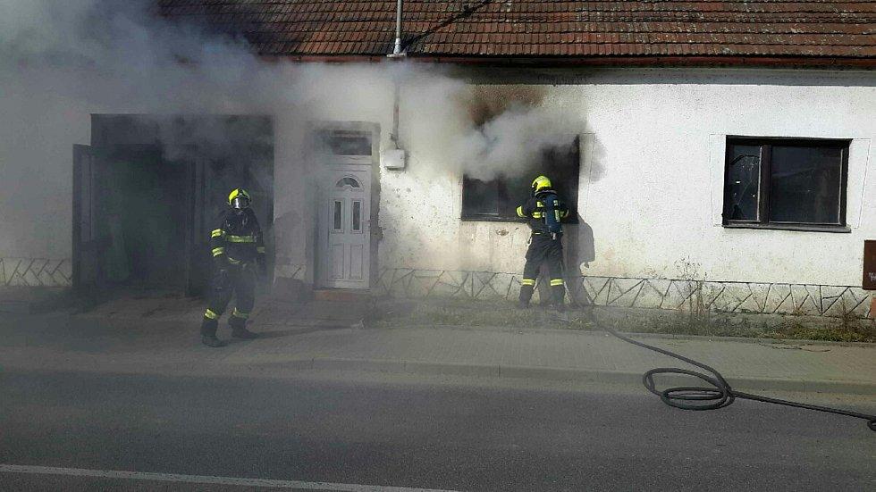 Požár uvnitř rodinného domu ve Svatobořicích.