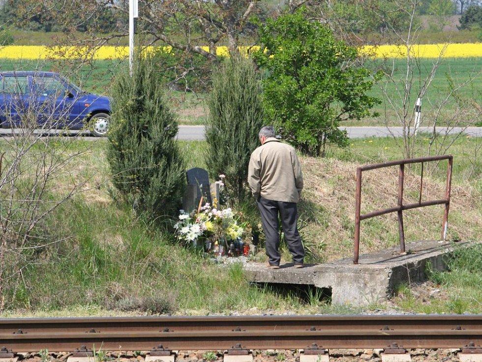 Nehody připomínají pomníky