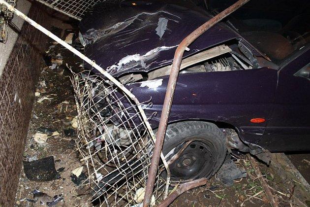 Nehoda vDolních Bojanovicích. Ford narazil do domu.