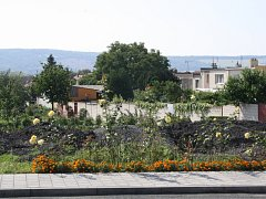 U hřbitova v Hroznové Lhotě by měla vzniknout odstavná plocha, která poslouží k parkování.