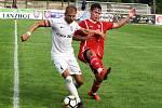 V předkole domácího poháru MOL Cup vyhráli fotbalisté Sokola Lanžhot (bílé dresy) nad FK Hodonín 3:1.