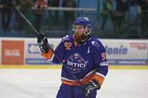 Hodonínští hokejisté (modrooranžové dresy) těsně prohráli i v Novém Jičíně.