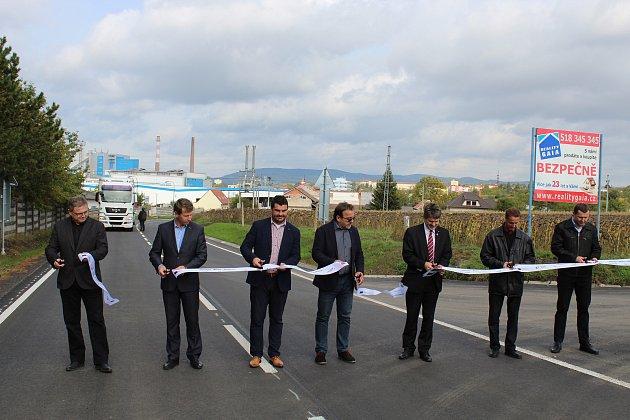 Slavnostní otevření opravené silnice druhé třídy spojující Kyjov sRatíškovicemi.