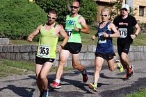 Sobotního závodu v Nové Lhotě se zúčastnilo 191 mužů, žen a dětí. Náročný pětikilometrový běh ovládl Lukáš Soural z Brna.