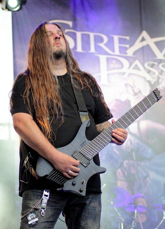 Sobotní večer na festivalu Made of Metal v Hodoníně. Na snímku skupina Stream od Passion.