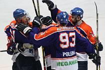 Hodonínští hokejisté se radují, v předposledním kole základní části deklasovali Frýdek-Místek 8:1.