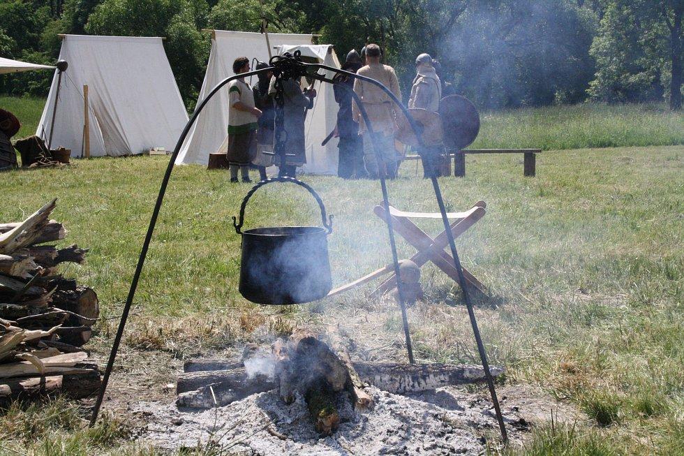 Jaro v Rasticově městě Morava. V raně středověkém táboře.
