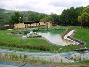 Mariánským údolím v Líšni protéká potok Říčka, na kterém postupně vzniklo pět vodních nádrží. Ke koupání si lidé oblíbili hned první, nazvanou U Kadlecova mlýna.