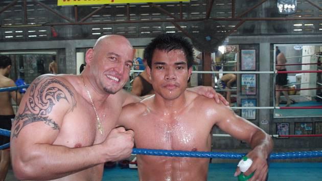 Roman Sedlačík (vlevo) s bojovníkem z klubu Syptholek Gym