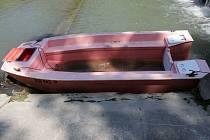 Opilý muž ukradl loďku, ta se mu potopila.