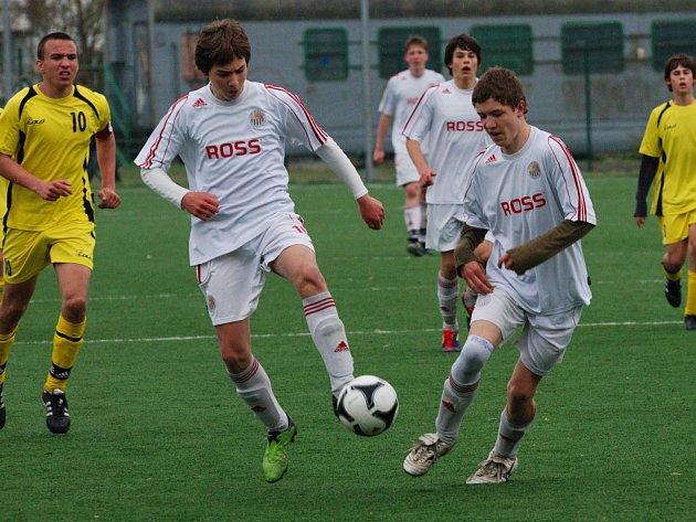 Vyrovnané zápasy byly k vidění v žákovské fotbalové lize mezi Slovanem Havlíčkův Brod a Znojmem. Vyjimkou byl zápas U14, kteří svého soupeře smetli 7:0.
