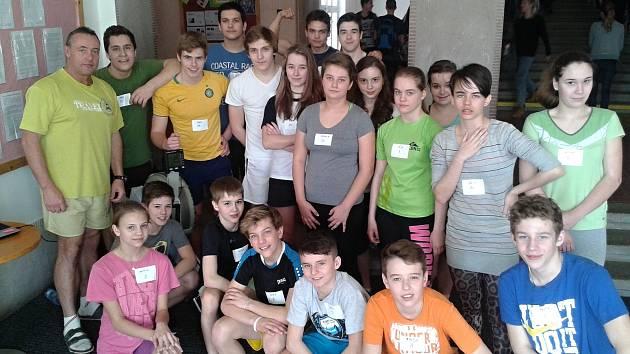 Žáci Základní školy Mírové náměstí skončili ve štafetovém závodě na veslařských trenažérech druzí.