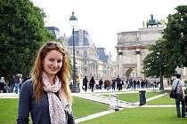 Nadaná tyčkařka Jana Chlebíková bojovala v letošní sezoně hlavně se zraněnými zády a angínou. Závodnice z Čejkovic letos navštívila Paříž.