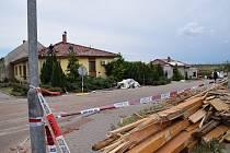 Následky řádění tornáda v Moravské Nové Vsi