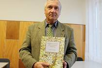 Autor nové publikace Kapitoly ze starších dějin Svatobořic a Mistřína Zdeněk Pokluda.