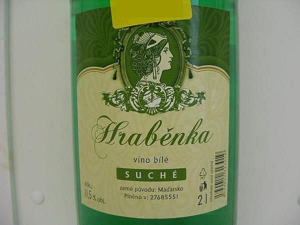 Společnost Livi z Dubňan prodávala víno ředěné vodou.