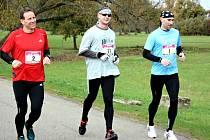 Nejdelší běh zvládli pouze Pavel Ryba, Jiří Šikula a Lukáš Lípa (na snímku uprostřed zleva). Na poloviční trati triumfoval Filip Sasínek. Dřinu na konci vystřídal úsměv a skvělý pocit.