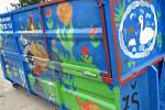 Dva kontejnery na odpad v Hodoníně pomalovaly děti ze ZŠ Prušánky a studenti hodonínské průmyslové a umělecké školy.
