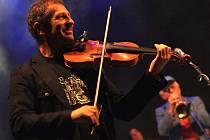 Skupina Čechomor zahrála na posledním koncertu v rámci Bzeneckého hudebního léta. S ní vystoupila také řada hostů. Například zpěvačka Iva Marešová, kytarista Gerry Leonard nebo hudebník Joji Herolta.