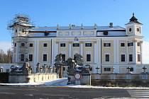 Barokní zámek v Miloticích.