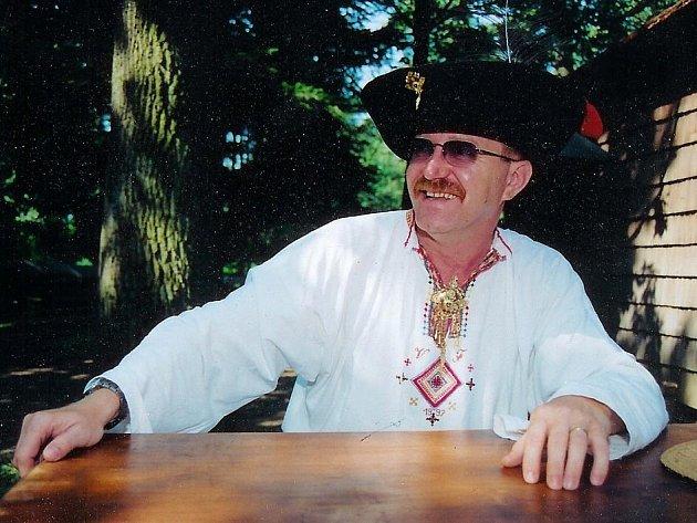 Vlastimil Fabišík je zakladatelem a vedoucím souboru Púčik.