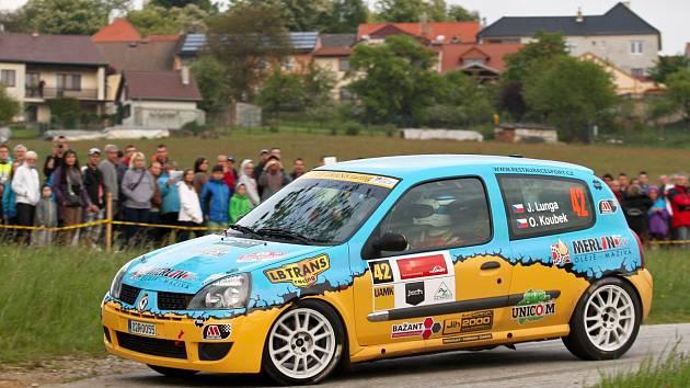 Mladý rohatecký pilot Jan Lunga ovládl na svém premiérovém závodě Rallye Český Krumlov třídu 8. Společně s navigátorem Ondřejem Koubkem mohl slavit i solidní dvacáté místo v absolutním pořadí.
