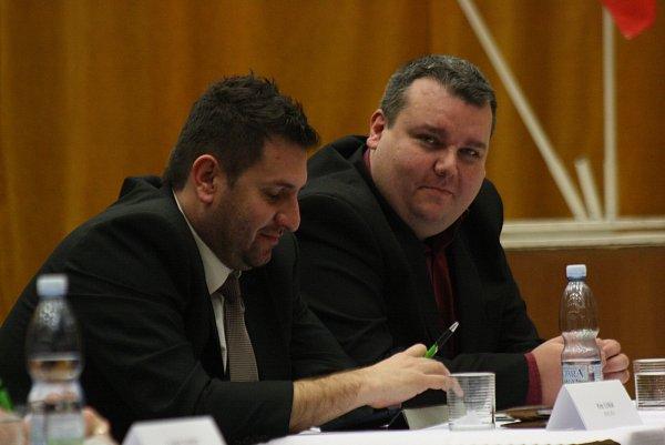 Zleva: zastupitel Petr Uřičář a místostarosta Ján Lahvička (KSČM).