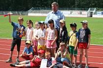 Světový šampión v hodu diskem - Imrich Bugár na hodonínském tartanu.