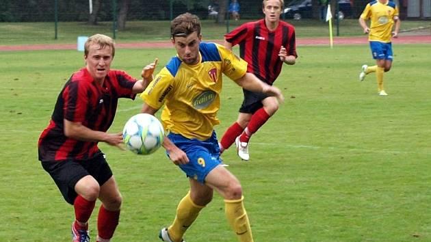 Dvojčata Maršálkova (Hynek vlevo, Jiří vzadu) se sice proti Tasovicím snažila, ale na výhru to opět nestačilo. Hodonín doma remizoval s Tasovicemi 0:0.