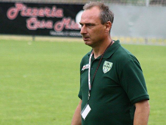 Známý trenér Petr Zemánek chce i v příští sezoně krajského přeboru útočit s fotbalisty Mutěnic na nejvyšší příčky.