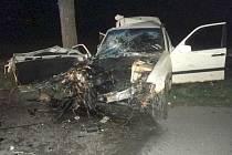 Na silnici u Domanína se vyboural auto se třemi mladíky.