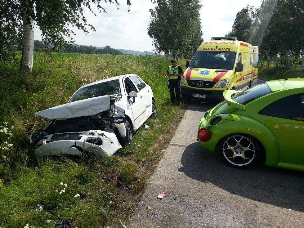 Tři zranění si vyžádala sobotní dopravní nehoda mezi Veselí nad Moravou a Blatnicí pod Svatým Antonínkem.
