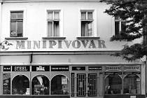 Hodonín – V přední části objektu jsou i dnes různé obchody.