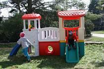 Děti v Dětském centru mají díky hudebnímu festivalu i novou atrakci na zahradě.