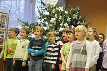Veselská základní škola Hutník uspořádala vánoční jarmark.