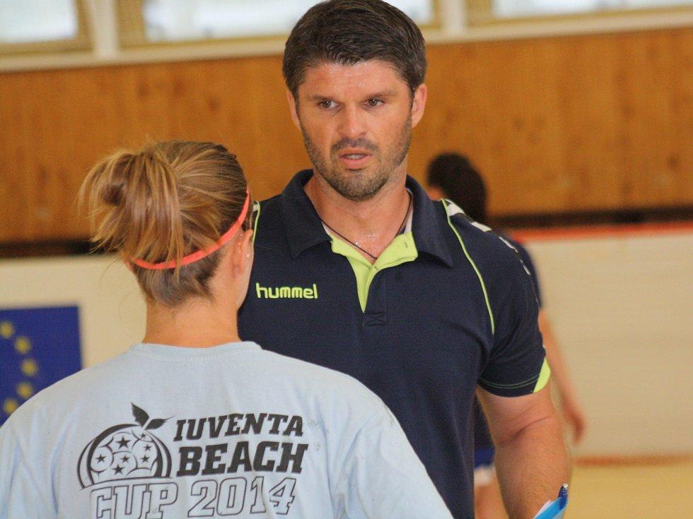 Házenkářky Veselí nad Moravou se pod novým trenérem Radimem Pernickým intenzivně připravují na nadcházející interligovou sezonu.