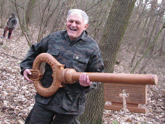 Obrovským dřevěným klíček odemkli ratíškovičtí houbaři les a zrovna se vydali za úlovkem.