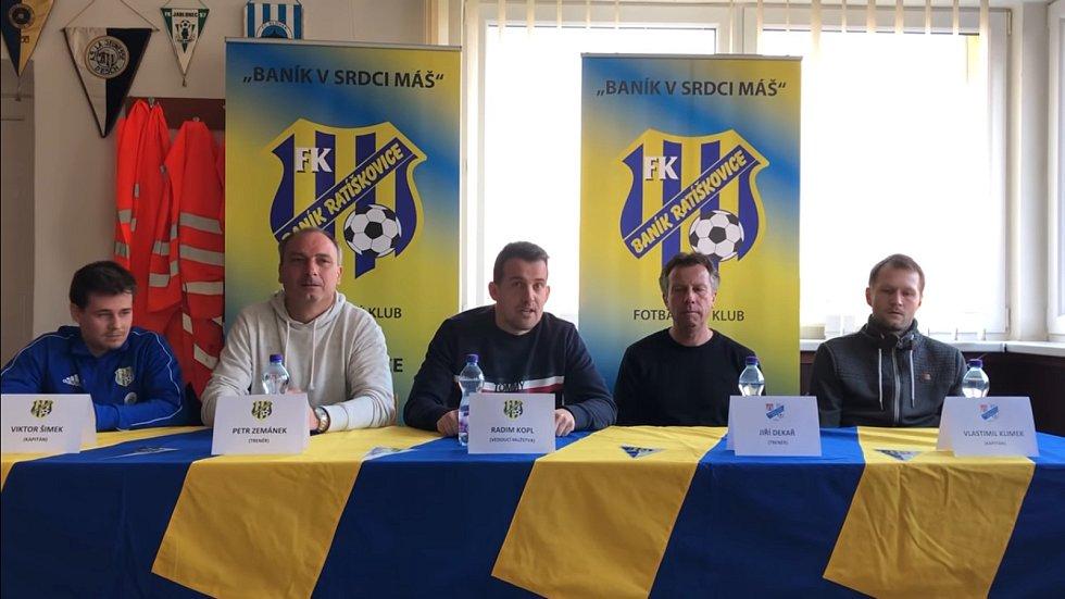 Trenéři i hráči si po zápase v Ratíškovicích musejí odbýt i mediální povinnosti.